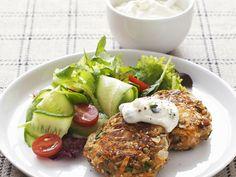 Linsenfrikadellen mit Joghurt-Dip - smarter - Kalorien: 438 Kcal - Zeit: 50 Min. | eatsmarter.de Diese Linsenfrikadellen sind der Hit.