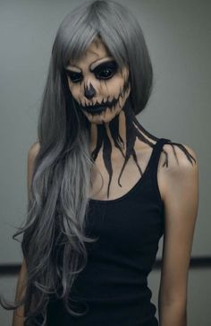 Halloween make-up ideas for women: How to scare right! halloween make up ideas for women make up colors black witch Creepy Halloween Makeup, Halloween Makeup Looks, Scary Makeup, Costume Halloween, Awesome Makeup, Witch Makeup, Zombie Makeup, Demon Makeup, Halloween Party
