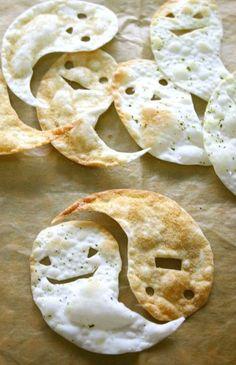 ☆餃子の皮と油と塩があれば片手間で!1枚の皮から、オバケが無駄なく2匹作れます♪パリパリと手が止まらない~❤
