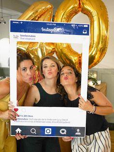 En la era de compartir todo en redes sociales, que mejor que un photocall de tu perfil en facebok ;)