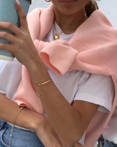 Comfy is the new chic: How to rock autumn like scandi girls - THE STREET VIBE accessories 2020 Mode Outfits, Trendy Outfits, Fashion Outfits, Womens Fashion, Fashion Tips, Fashion Ideas, Bar Outfits, Vegas Outfits, Woman Outfits