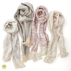 Kibiso stole: きびそを使用した手織りのストール。 季節を選ばず巻く事が出来き、暖かみのある高級感があります。