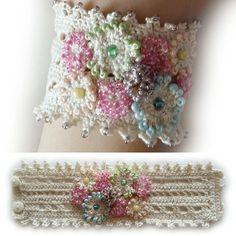 #crochet #crochetbracelet #crochetjewelry #crochetaccessories #crochetcuff #браслет #браслеткрючком #вязаныйбраслет  #украшениякрючком #украшения #аксессуарыкрючком