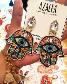 """287 Me gusta, 11 comentarios - Azalea Accesorios (@azalea_accesorios) en Instagram: """"Hamsas LUXURY PATCH Multicolores Pide los tuyos al 04145917610  #bisuteria #hamsas #bazares…"""" Hippy, Earrings Handmade, Patches, Charmed, Embroidery, Luxury, Bracelets, Instagram, Jewelry"""