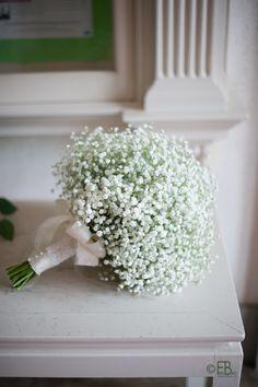 かすみ草は、英語でベイビーズブレス。アキラさんが撮影するとブーケもよりきれい。