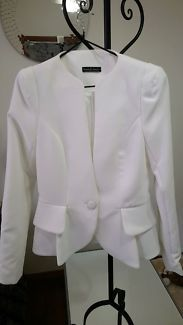 White jacket brand new   Jackets & Coats   Gumtree Australia Canterbury Area - Kingsgrove   1129977983