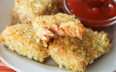 Crunchy on the outside, while flaky and moist on the inside, these salmon nuggets are the perfect appetizer or snack. These nuggets are high in protein. Salmon Recipes, Fish Recipes, Seafood Recipes, Low Carb Recipes, Cooking Recipes, Recipies, Yummy Recipes, Good Food, Yummy Food