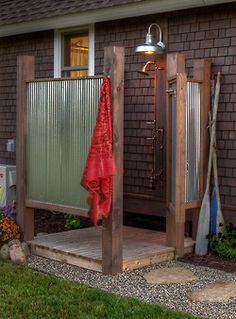 There is just nothing that makes you feel so fresh as an outdoor shower. River House, Traditional Landscape, Contrast, Beach House, Entryway, Landscaping, Trees, Flat Screen, Natural