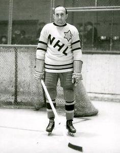 Howie Morenz - 1934 NHL All Star. HockeyGods strives to untie hockey fans from across the globe covering all types of hockey imaginable. Hockey Games, Ice Hockey, Hockey Players, Montreal Canadiens, Wayne Gretzky, Stanley Cup Champions, Tim Hortons, Good Old Times, Sports Figures
