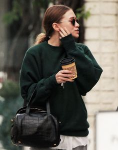 Ashley after a workout, December 10 Mary Kate Ashley, Mary Kate Olsen, Fashion Line, Star Fashion, Olsen Fashion, Olsen Twins Style, Olsen Sister, Ashley Olsen, Style Icons