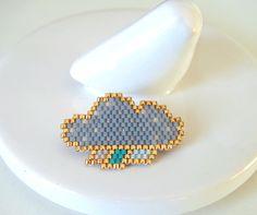 Broche nuage gris et doré en perles Miyuki : Broche par lili-azalee-bijoux