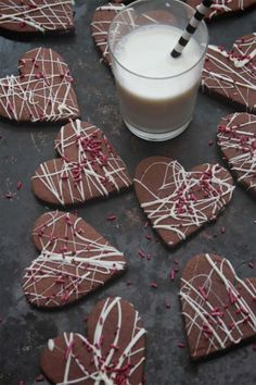 Whip up one of these best Valentine's Day cookies for your sweetheart right here. We've got tons of easy cookie recipes for Valentine's Day, including red velvet sugar cookies, vanilla shortbread hearts, and more. Brownie Cookies, Yummy Cookies, Cupcake Cookies, Chocolate Chip Cookies, Sugar Cookies, Cookies Et Biscuits, Cupcakes, Cookie Favors, Baby Cookies