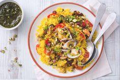 Il cous cous all'italiana è un primo piatto molto gustoso... ricco di sapori mediterranei, come cozze, vongole, zafferano, pomodorini e pistacchio!