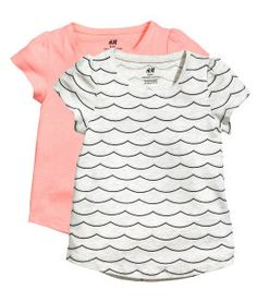 Short-sleeved tops in a soft organic cotton blend with a gently rounded hem. Slightly longer at back. H&m Online, Sweet Style, Fashion Online, Organic Cotton, Kids Fashion, Jersey Tops, Clothes, Shopping, Beauty