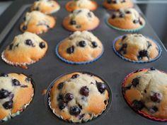 Blåbær muffins Giver ca. Baking Recipes, Dessert Recipes, Food And Drink, Yummy Food, Snacks, Breakfast, Heaven, Drinks, Lemon