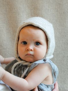 There is a tutorial for this beautiful bonnet in the post. (but that baby! Those eyes!)