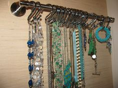 necklace and bracelet holder: towel bar and shower curtain hooks.not that I have much jewelry to fill this, but a good idea! Bracelet Holders, Jewelry Holder, Jewelry Box, Jewelry Making, Diy Sewing Projects, Home Projects, Homemade Jewelry Cleaner, Shower Curtain Hooks, Organization Hacks