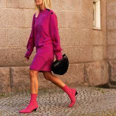 Esta temporada todo es de color de rosa! Lo has notado? . . #trendencias #streetstyle #moda #fashion #ootd #wiw #wiwt #style #lookoftheday #dress #pink #trends #tendencias
