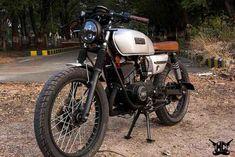 This Yamaha gets new lease of life; Modified into a Cafe Racer - Cartoq Old Yamaha Rx 135, Yamaha Bikes, Custom Motorcycles, Custom Bikes, Cafe Racer Bikes, Cafe Racers, Bike Tattoos, Bike Photo, Royal Enfield