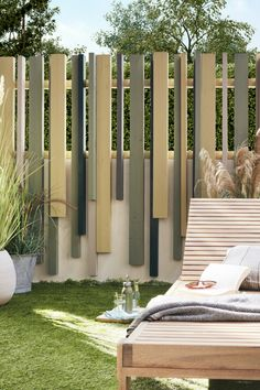 We all want to enjoy the garden without worrying about the looks outside to get there. Creates a wooden fence modern equipment integrated perfectly