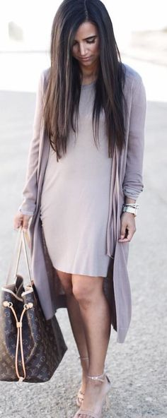 #spring #outfits woman in gray dress with open cardigan holds brown Louis Vuitton Monogram bag. Pic by @worldsfashionblogger