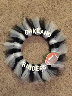 Oakland Raiders Tulle Wreath Tulle Crafts, Wreath Crafts, Diy Wreath, Wreath Ideas, Door Wreaths, Raiders Gifts, Raiders Stuff, Raiders Football, Oakland Raiders
