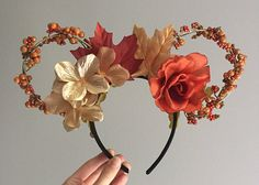 Autumn/Fall Inspired Floral Wired Disney Ears Version (Gold Wire With Vine) Herbst / Herbst inspiriert Floral Wired Disney Ears Version (Gold Wire With Vine) Disney Diy, Diy Disney Ears, Disney Mickey Ears, Disney Crafts, Disney Trips, Disney Stuff, Disney Ideas, Disney Magic, Diy Mickey Mouse Ears