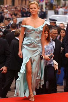 Charlize Theron In Christian Dior At The Cannes Film Festival 2004 Beautiful Celebrities, Beautiful Actresses, Beautiful People, Nice Dresses, Satin Dresses, Gowns, Charlize Theron Style, Cannes Film Festival, Mannequins