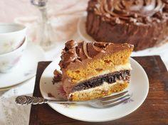 Ki gondolná, hogy a sütőtökből csodásan finom torta is készült mézeskalács fűszerkeverékkel, mascarponés krémmel töltve, csokikrémmel bevonva?