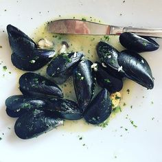 La cozze, come antipasto.  #whatitalyis #varigotti #browsingitaly #food #foodporn #foodstagram #jj_emotional #instalallegra #onthetable #tv_living #tv_pointofview #tv_lifestyle #igers_liguria #ilbellodellitalia
