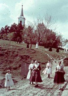 Templomból jövet, 1941.