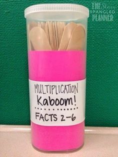 10 multiplication games and activities for teaching multiplication. Students will love learning their multiplication facts, building fluency and strategies. Math Center Organization, Fourth Grade Math, Third Grade Math Games, 3rd Grade Activities, Math Intervention, Math Multiplication, E Mc2, Guided Math, Guided Reading