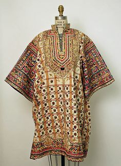 Tunisian Wedding tunic North Africa Date: Culture: Tunisian Medium: cotton, silk, wool, metallic Dimensions: Length: 38 in. cm) Credit Line: Gift of Dr. Historical Costume, Historical Clothing, Balochi Dress, Tribal Outfit, Estilo Hippy, African Textiles, Kurta Designs, Folk Costume, Traditional Dresses