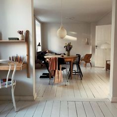 Ball light, wooden furniture and white wooden floor Painted Wooden Floors, Wooden Flooring, White Wooden Floor, Interiores Design, Cheap Home Decor, Home And Living, Modern Decor, Home Furniture, Wooden Furniture