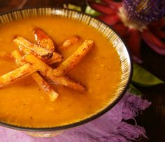 A gorgeous Roasted Pepper Potato Soup with Smoky Chipotle Parmesan French Fries from Vitols Bello Kenney Wein Kenney Wein (CookingOnTheWeekends) Whole Food Recipes, Soup Recipes, Cooking Recipes, Stuffed Pepper Soup, Stuffed Peppers, Vegan Soups, Healthy Soups, Parsnip Soup, Wine