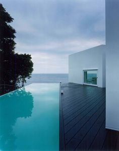 cool pool: edge pool: clean serene modern lines: Rooms, Ando Corporation (Wakayama, Japón)