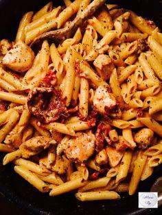Penne au poulet, mozza et tomates confites - la recette