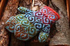 Ooh, I LOVE these gorgeous knit mitts, and fabulous colours too!