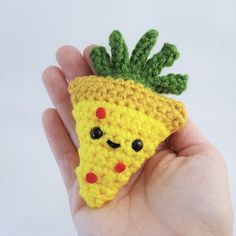 🍍🍕What are your thoughts on pineapple pizza? I love it, but I do just like a plain old pepperoni pizza better. I made up an applique pattern for this little pineapple pizza to add to my desk mat th… Crochet Fruit, Pineapple Crochet, Crochet Food, Crochet Applique Patterns Free, Amigurumi Patterns, Free Crochet, Knit Crochet, Yarn Projects, Crochet Projects