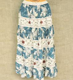 Vista-se leve e confortável com as saias estonadas indianas. Cores rústicas e beleza marcante que misturam a graça do patchwork à riqueza do bordado.  A partir de R$ 6990.  Peça nosso catálogo por mensagem ou pelo nosso whatsapp: 13 98216 6299