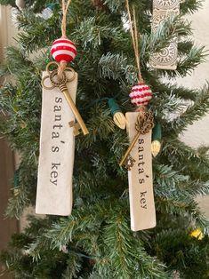 Clay Christmas Decorations, 3d Christmas, Christmas Ornaments To Make, Christmas Gift Tags, Christmas Projects, Handmade Christmas, Holiday Crafts, Christmas Crafts To Make And Sell, Christmas Bazaar Crafts