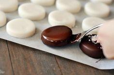 Homemade Peppermint Patties via @melskitchencafe
