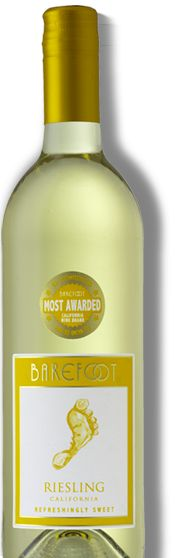 Riesling: Hits all the right fruit-filled notes with perfect pitch. A delicate orange blossom aroma bounces off juicy apple and tangy lemon flavors for a slightly sweet finale. Wine Drinks, Alcoholic Drinks, Cocktails, Beverages, Barefoot Wine, Sweet Wine, Champagne, Wine Cheese, Wine