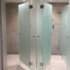Axis Glass manufacture glass shower and toilet cubicles for spas, hotels, gyms and offices. Locker Room Shower, Shower Cubicles, Gym Interior, Restaurant Interior Design, Public Shower, Cubicle Partitions, Toilet Cubicle, Gym Showers, Toilette Design