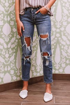 The Franco Midrise Boyfriend Jean Holy Jeans Outfit, Boyfriend Jeans Outfit, Jeans Outfit Summer, High Waisted Mom Jeans, High Jeans, Mom Outfits, Jean Outfits, Pretty Outfits, Mom Jeans Cheap