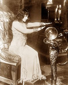 Vintage photo of a gypsy & her 'crystal ball'. Gypsy Fortune Teller, Maleficarum, Elfa, Gypsy Life, Gypsy Soul, Gypsy Eyes, Fortune Telling, Mystique, Vintage Circus