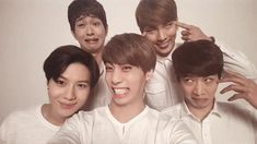 Omo... SHINee oppas... Lol I love these guys so much^^