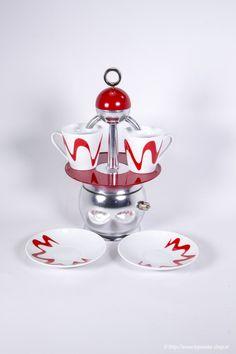 Espressokanne Papalina rot - PREMIUM - topmoka-shop.at Moka, Coffee Maker, Jar, Christmas Ornaments, Holiday Decor, Design, Cups, Shop, Home Decor