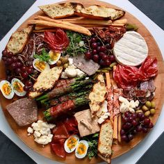 This can be breakfast right? Love this platter by @ginette_lorrain