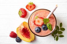 5 Green Smoothie Energy Recipes That Will Skyrocket Your Energy Levels - Green Smoothie Lovers Frozen Fruit Smoothie, Fruit Smoothies, Breakfast Smoothies, Breakfast Bowls, Energie Smoothies, Energy Smoothie Recipes, Smoothie Packs, Beyond Diet Recipes, Green Juice Recipes